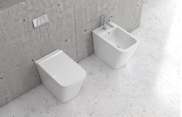 Bela keramična talna WC školjka z desko - LT 003